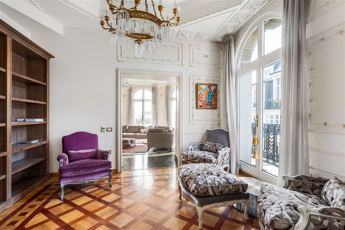 particularly refined apartment luxury real estate