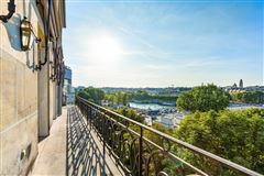 Mansions magnificent apartment bathed in sunshine