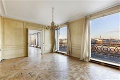Luxury homes magnificent apartment bathed in sunshine