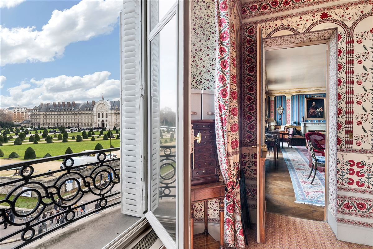 Rare address and view in Paris luxury homes
