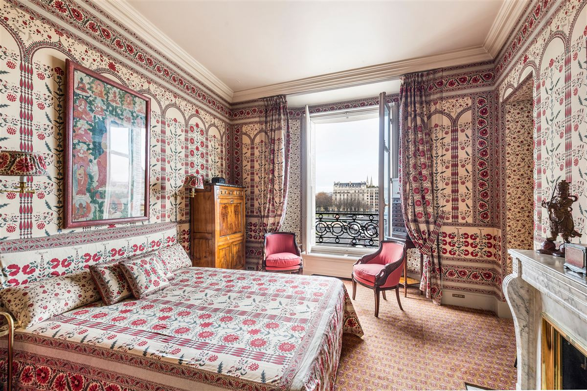 Luxury real estate Rare address and view in Paris