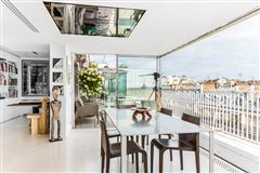 Mansions modern loft-style apartment with panoramic view