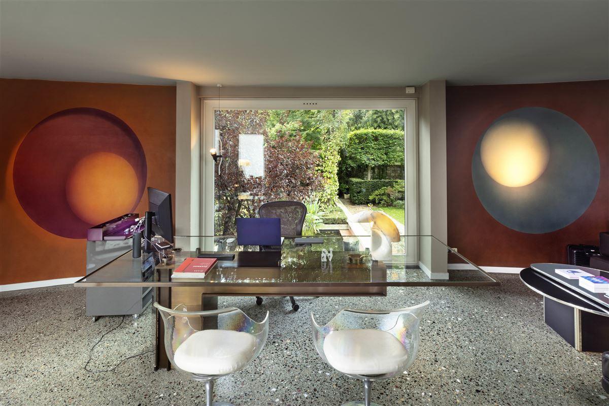 Mansions in incredible contemporary Villa