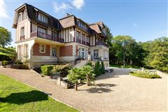 Luxury homes in stately SERAINCOURT property
