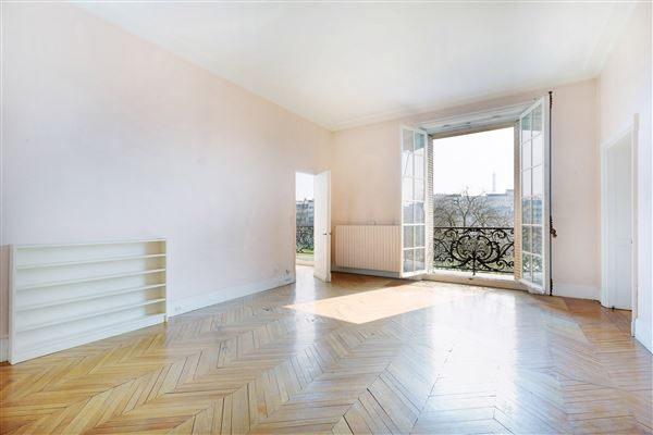Luxury properties beautiful light-filled apartment with open views