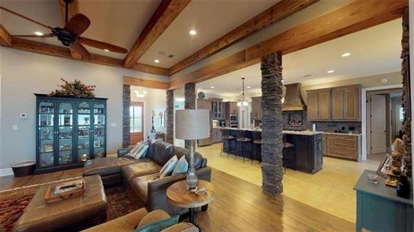 Luxury real estate LUXURY WATERFRONT PARADISE