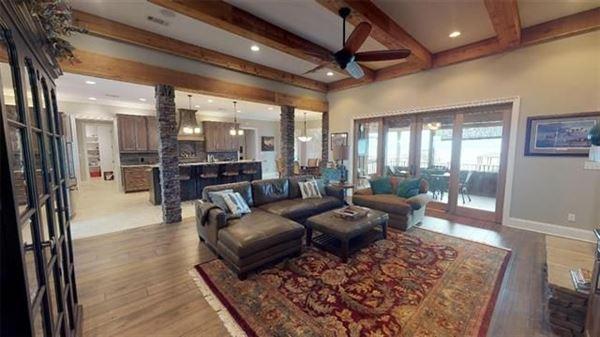 Luxury properties LUXURY WATERFRONT PARADISE