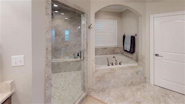 Luxury homes LUXURY WATERFRONT PARADISE