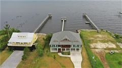 LUXURY WATERFRONT PARADISE luxury real estate
