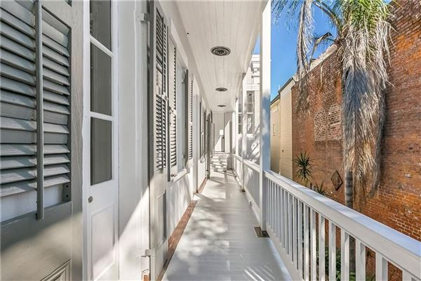 Mansions beautifully renovated 1860s Italianate mansion