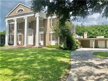 Mansions Exquisite Metairie Club Gardens compound on estate-sized grounds