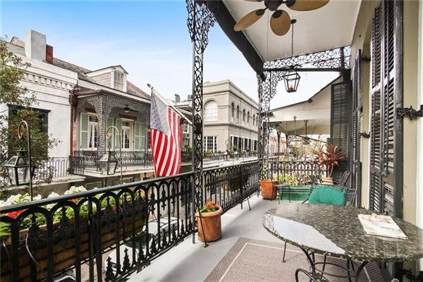 Mansions in a Spectacular Creole townhouse