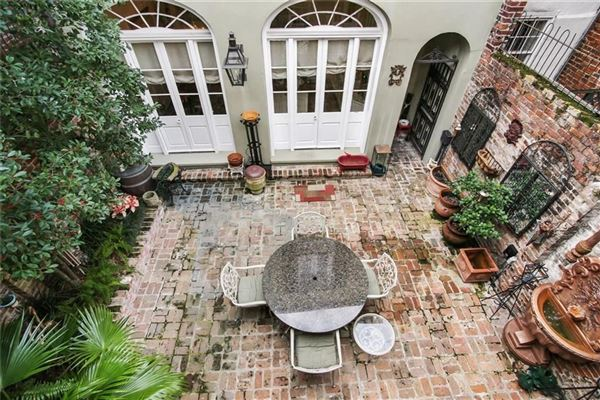 Luxury properties a Spectacular Creole townhouse
