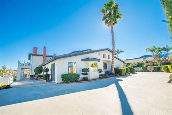 Mansions unique property in sought-after enclave of Corona