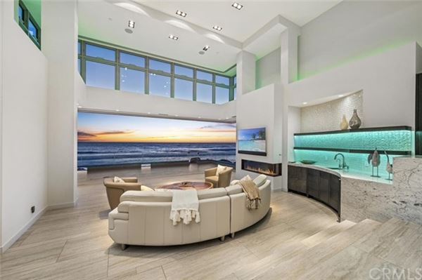 Mansions in Breathtaking oceanfront living