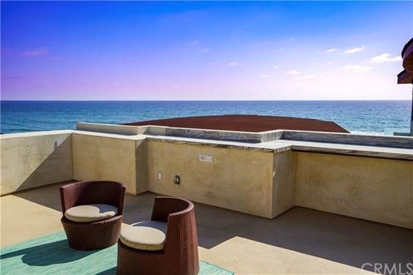 Luxury homes in recently remodeled oceanfront condo