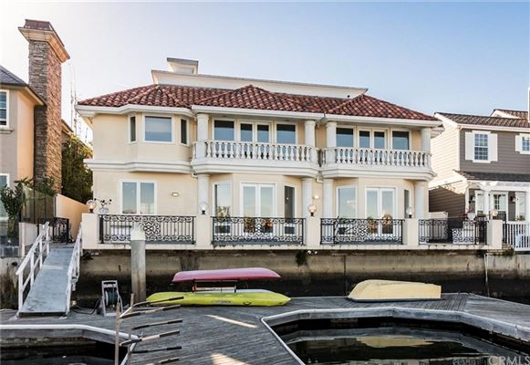 a spectacular waterfront estate  mansions