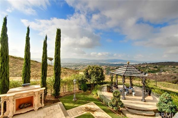 Mansions in one of the best view homes in walnut