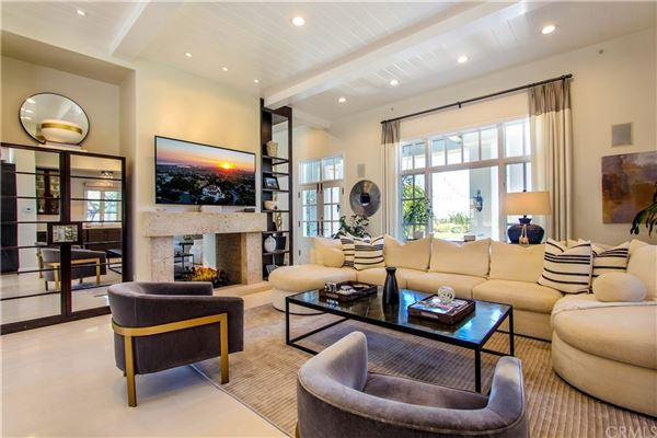 One Pelican Hill Circle is a stylish and modern home within the Pelican Hill luxury properties
