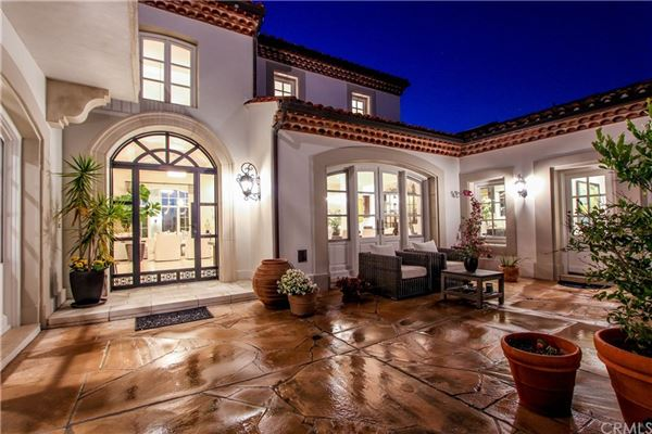 Mansions in One Pelican Hill Circle is a stylish and modern home within the Pelican Hill