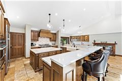 Mansions in luxurious equestrian zoned estate property