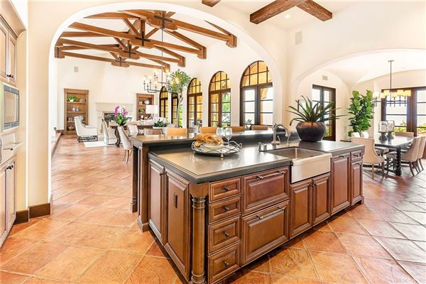 Luxury homes in an impeccable residence