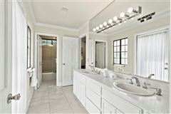 Luxury homes in spectacular mansion in diamond bar