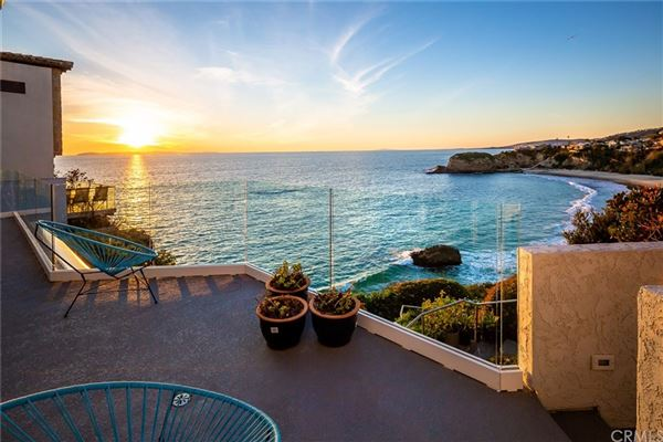 Luxury homes in gorgeous contemporary oceanfront estate