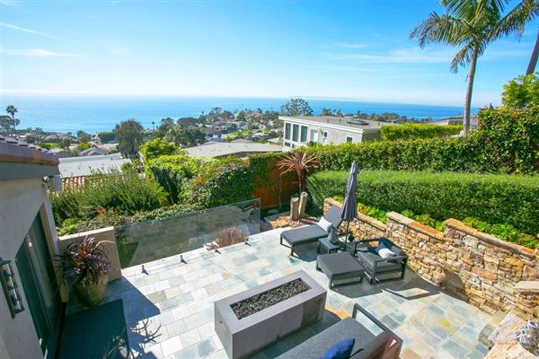 Mansions gorgeous residence offers panoramic ocean views