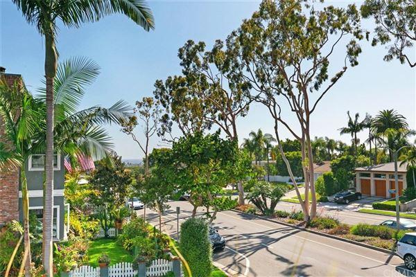 corner lot in CORONA DEL MAR luxury real estate