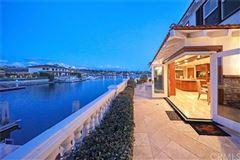 Luxury properties Spanish Villa Offers Stunning Views of the City