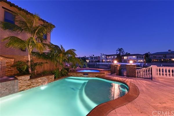 Luxury homes Spanish Villa Offers Stunning Views of the City