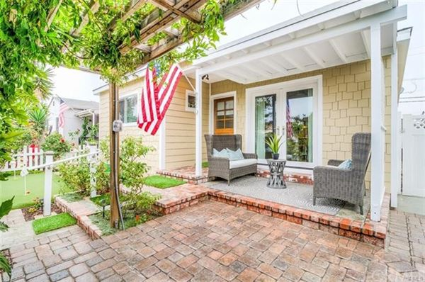 Luxury real estate welcome to Old Town Seal Beach