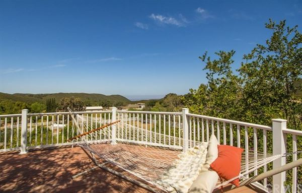 country living and city close lifestyle luxury properties