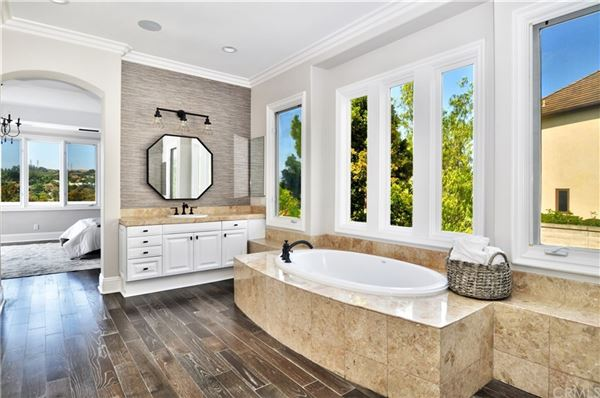 Mansions in remodeled estate in exclusive Juliana Farms