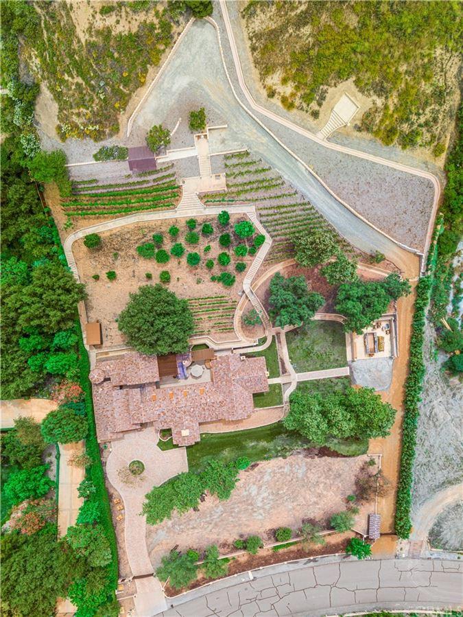 Mansions luxurious and versatile vineyard estate