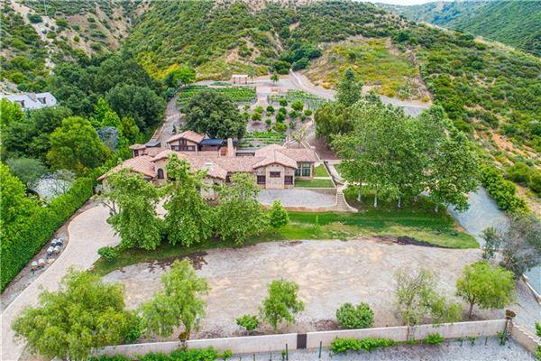 luxurious and versatile vineyard estate mansions