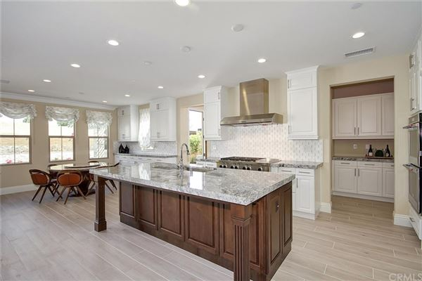 Luxury homes in Magnificent Estate in coveted great park