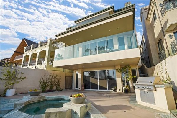 Seal Beach Gold Coast home with amazing views luxury properties