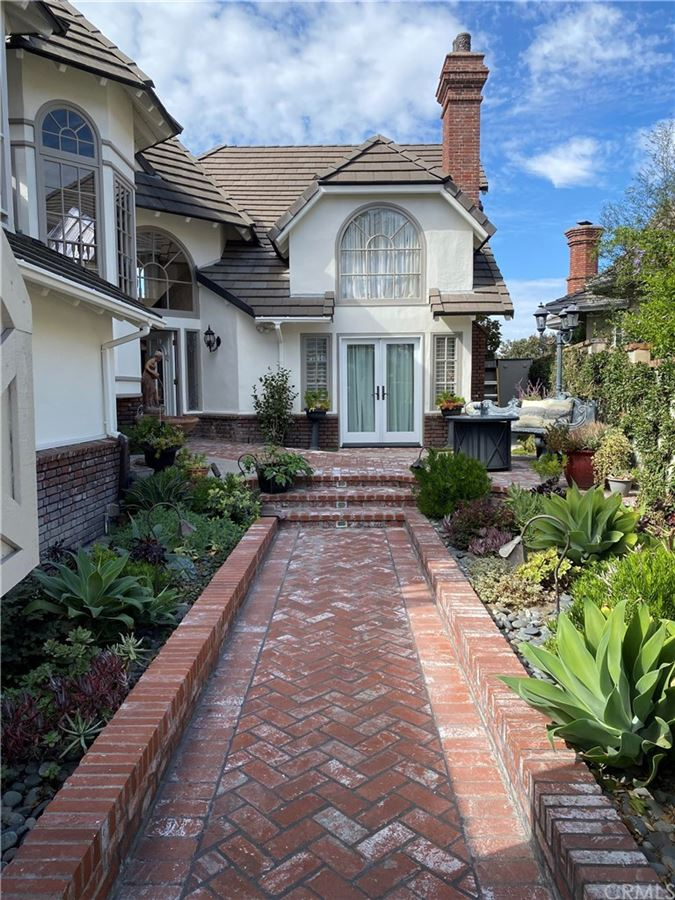 Luxury homes This custom built home is a jewel in the prestigious and private gated community of Harbor Hill