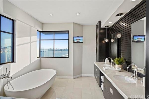 exclusive Naples Island waterfront property luxury properties