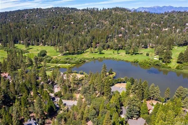 Extraordinary Estate On The Lake luxury homes