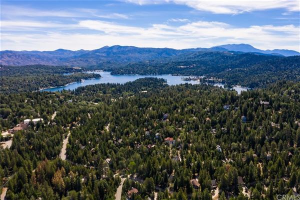 Luxury properties Extraordinary Estate On The Lake