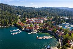 Extraordinary Estate On The Lake mansions