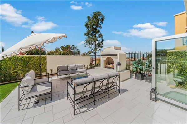 Luxury homes in highly desirable Tesoro residence