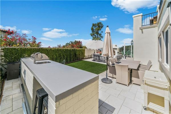 Mansions in highly desirable Tesoro residence