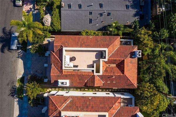 Luxury homes in contemporary Mediterranean masterpiece