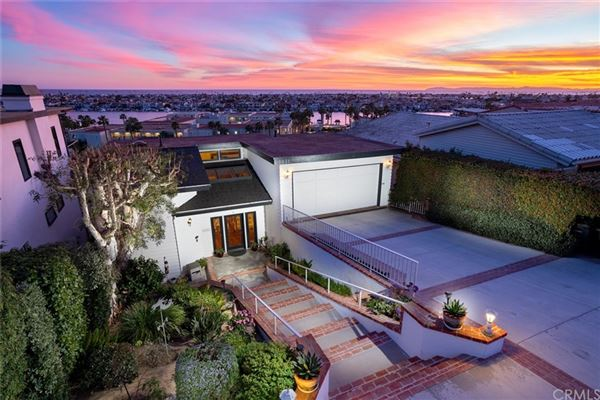 Luxury homes Panoramic bay and ocean views
