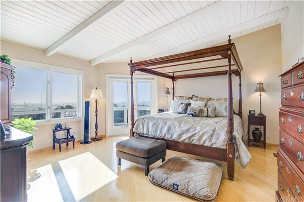 Panoramic bay and ocean views luxury homes