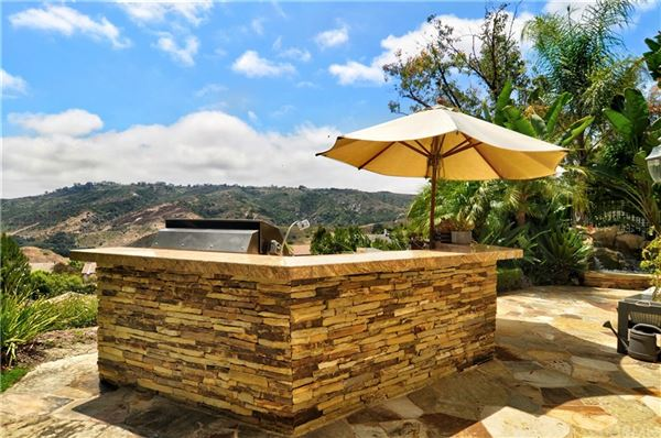 Mansions in spectacularly REMODELED property in exclusive Canyon View Estates